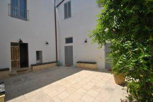 Courtyard 3 Palazzo San Giovanni BeeYond Travel