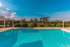 Luxury Masseria Torre Abate Risi Puglia by BeeYond Travel 26 | Lateral Pool