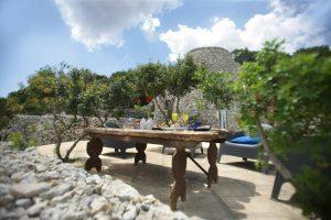 Villa Myrtos community table