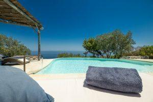 Villa Myrtos pool beds