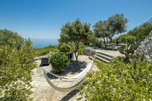 Villa Myrtos nap outside