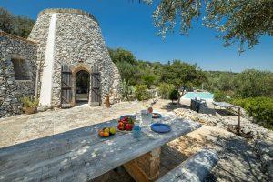 Villa Myrtos table & pool