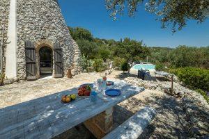 Villa Myrtos table & view 2