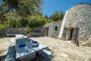 Villa Myrtos outdoor table